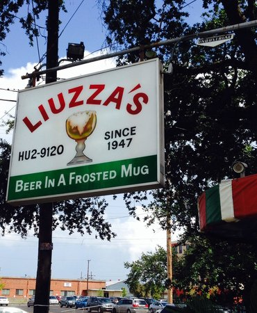 Liuzza's Restaurant & Bar: The beer looks just like that