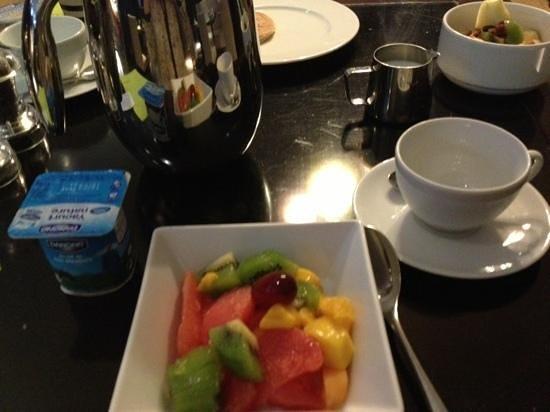 โคลัมบัส มอนเต้-คาร์โล โฮเต็ล: breakfast