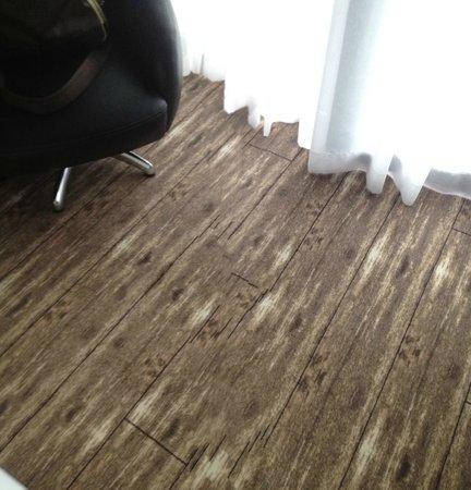 Van der Valk Hotel Schiphol: Best carpet ever!!