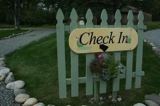 Alaska Garden Gate B & B: The check in sign.
