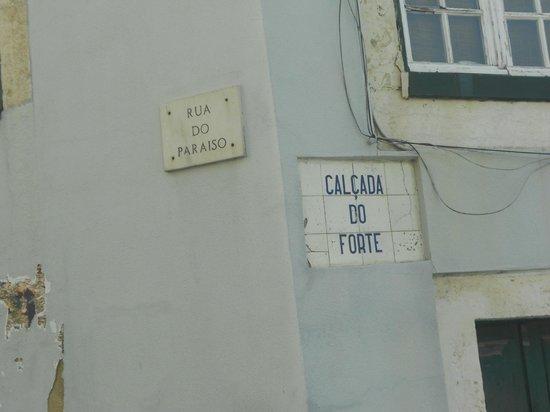 อัลฟามา: Detalhe de ruazinha do bairro