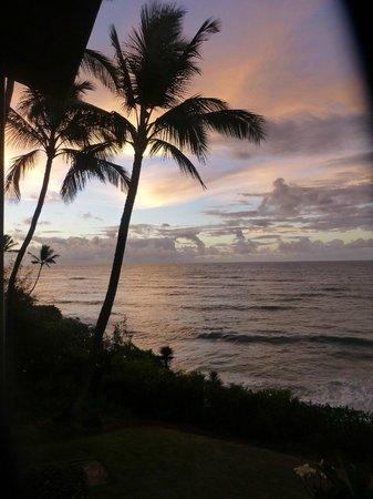 Wailua Bay View Condominiums: Sunrise from the lanai