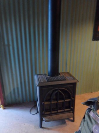 Paria Canyon Guest Ranch : Heater in bunkhouse