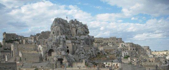 ซัสสิดิมาเทรา: 大聖堂と洞窟住居群です。