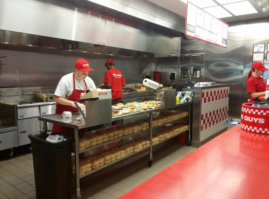 Five Guys: burger line
