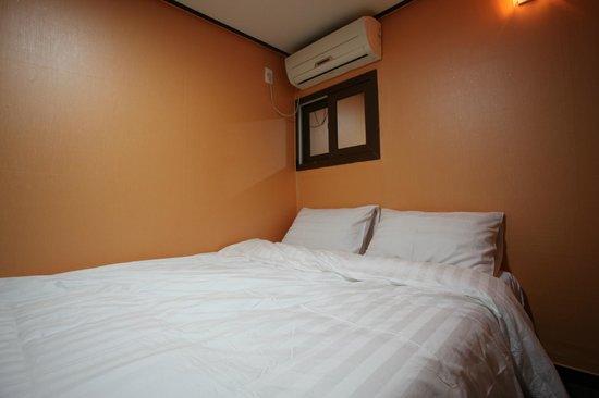 Khaosan Seoul Insadong: double room