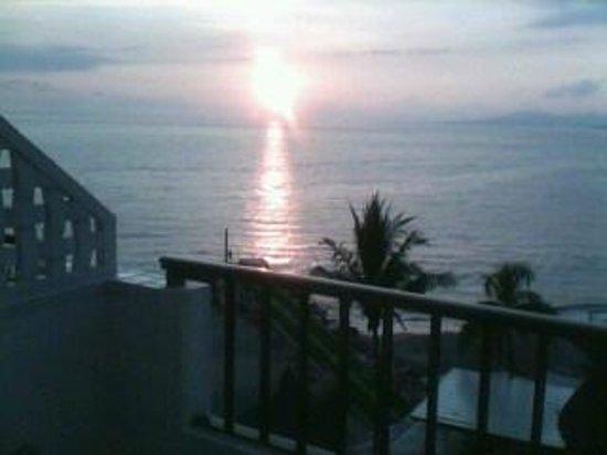 Villa Premiere Boutique Hotel & Romantic Getaway: Una puesta de sol..