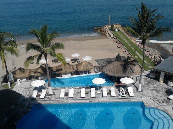 Villa Premiere Boutique Hotel & Romantic Getaway: LA alberca vista desde habitacion.