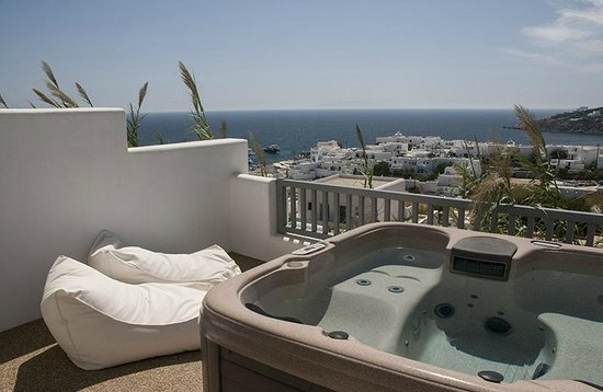 Myconian Ambassador Relais & Chateaux Hotel: Another view from our room, including Jacuzzi