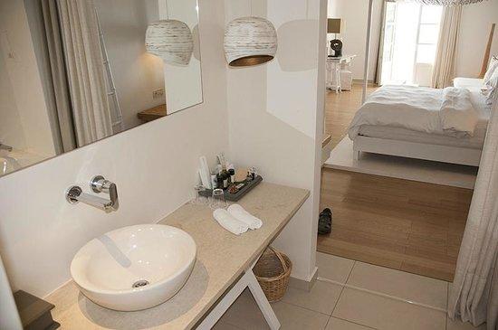 Myconian Ambassador Relais & Chateaux Hotel: Bathroom