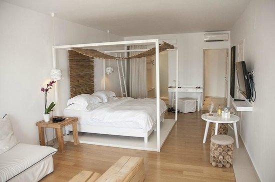 Myconian Ambassador Relais & Chateaux Hotel: Jacuzzi room!