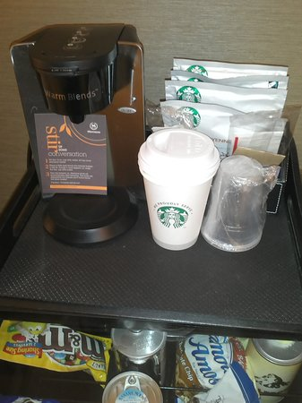 Sheraton New York Times Square Hotel: Coffee machine and snack bar