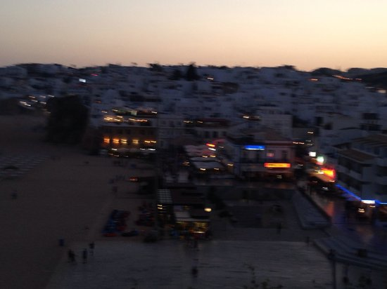 Anna's : Night time views
