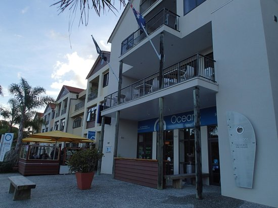 Quality Hotel Oceans Tutukaka: Hotel, Bar & Restaurant