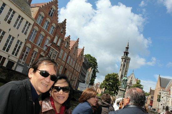 Historic Centre of Brugge: PASSEIO DE BARCO