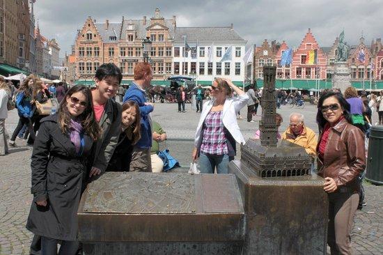 Historic Centre of Brugge: PRAÇA CENTRAL DE BRUGGE