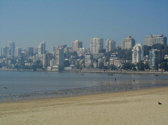 มารีนไดรฟ์: Mumbai Beach
