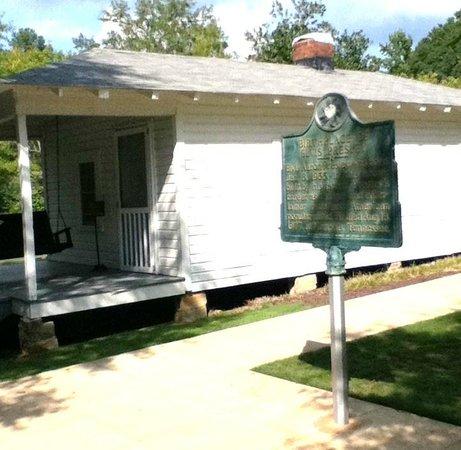 Elvis Presley Birthplace & Museum: Elvis Boyhood Home