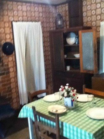 Elvis Presley Birthplace & Museum: Kitchen view