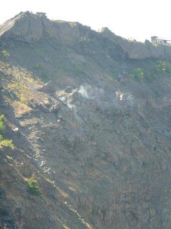 Vesuvio: Fumaça na cratera do vulcão