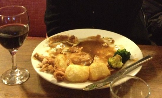The Vaults Pub and Bed & Breakfast: Sunday pork roast