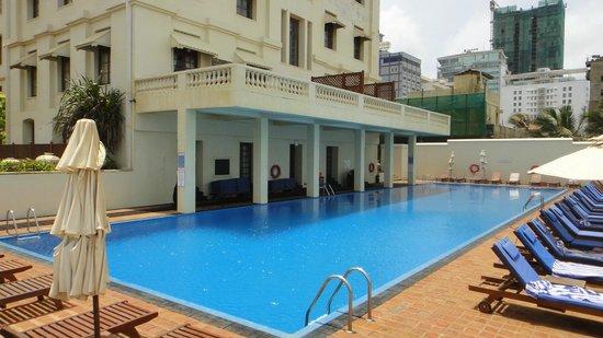 โรงแรมแกลเล เฟซ: hotel pool