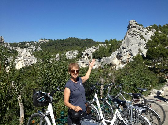 Sun-e-Bike: On our way from St. Remy to Baux