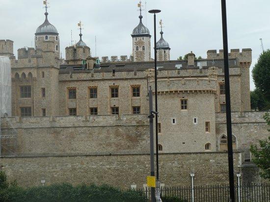 ทาวเวอร์ออฟลอนดอน: Tower of London