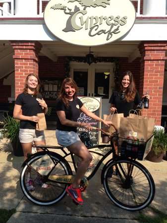 Cypress Cafe: Check out the friendly staff!