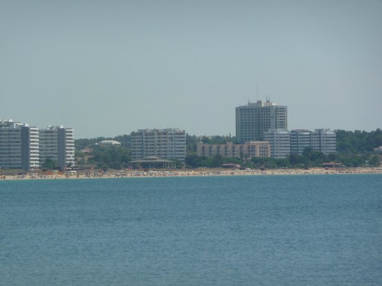 Pestana Dom João II: Hotel view from the estuary entrance, low rise compared to other buildings close by