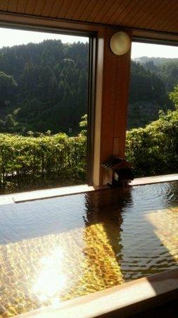 Kasenkyo Izutsuya: 開放感満天の7階の風呂