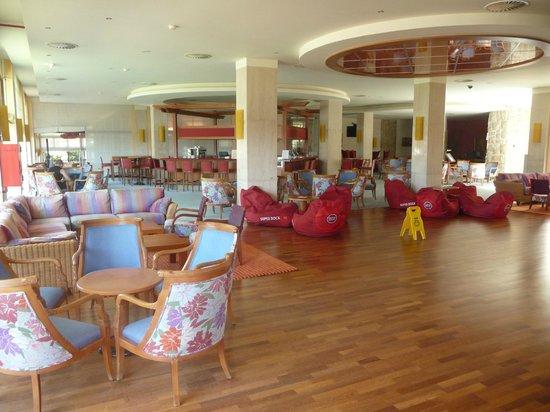 Pestana Dom Joao II: Bar, lounge and dance floor