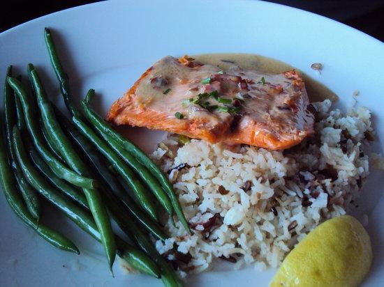 Harbor Lights: Fresh Salmon dinner..