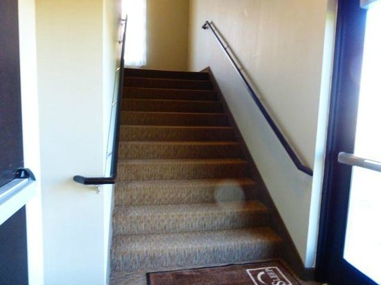 Sleep Inn & Suites Medical Center: Stairways are wide and carpeted