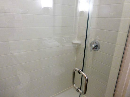 Sleep Inn & Suites Medical Center: Walk in shower with glass doors