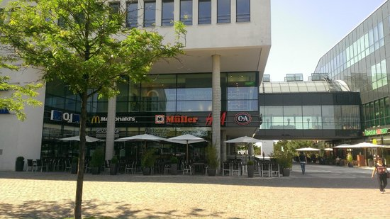 Novotel Munchen Messe: The shopping Mall