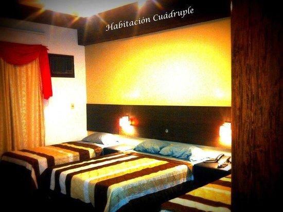 Elegance Palace Hotel: habitaciones cuadruples