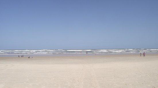 Mangue Seco Beach: Praia de Mangue Seco. Plana, limpa, calma. Adorável!