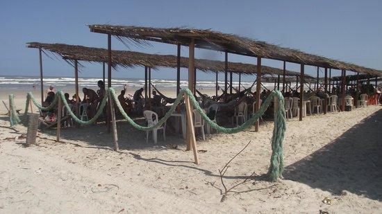 Mangue Seco Beach: Quiosque rústico, confortável, com bebidas geladinhas.