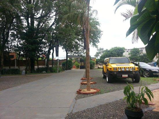 Elegance Palace Hotel: estacionamiento interno privado