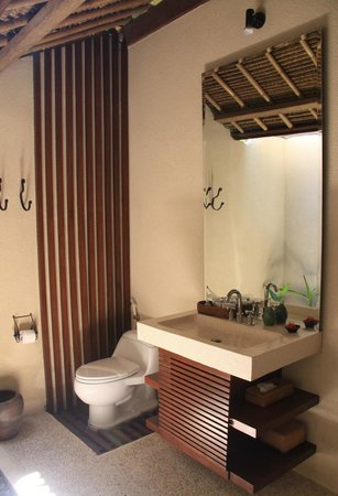 Santai Hotel Bali: Bathroom interior