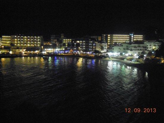 Alua Miami Ibiza: Vista nocturna de es caná desde la habitación