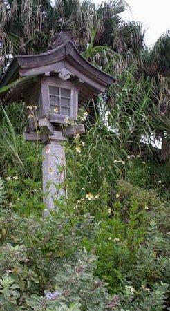 Aoshima Island: Lamps around the island