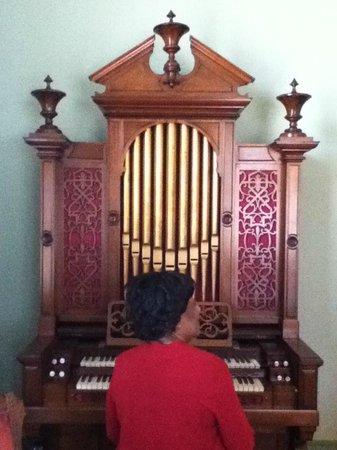 Tennessee Williams Welcome Center: 1840's Pipe Organ