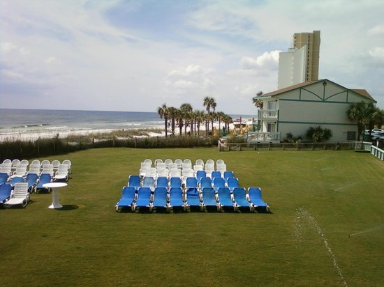 The Sandpiper Beacon Beach Resort: View from Room 201