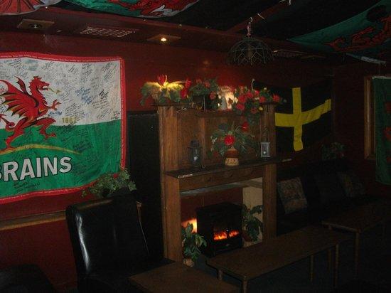 The Welsh Dragon Bar: decor