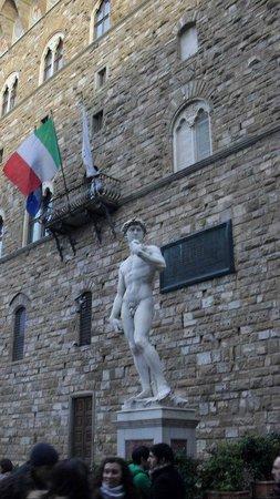 ปิเอซ่า เดลลา ซินญอเรีย: falso david en la piazza