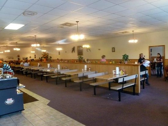 Larry's Real Pit Bar-B-Q: Interior—gets the job done