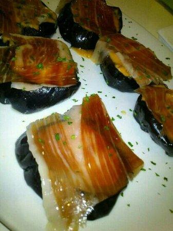 Moraga Gastrobar: berenjenas melosas con salmorejo y jamon