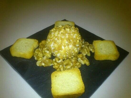 Moraga Gastrobar: bomba de queso crujiente con nueces